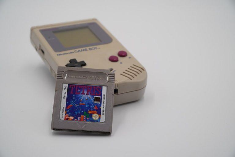 La Nintendo Game Boy, el tamagotchi y otros juguetes de los 90 que ahora valen una fortuna