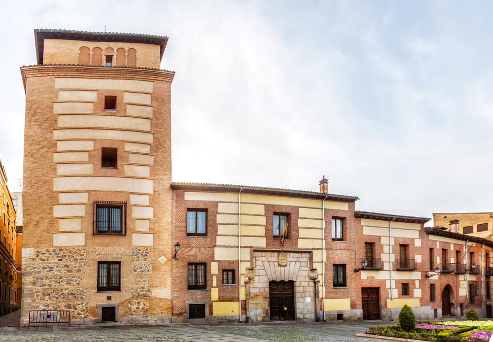 La Torre y casa de los Lujanes es el edificio más antiguo de la zona centro y está en Madrid lugares ocultos