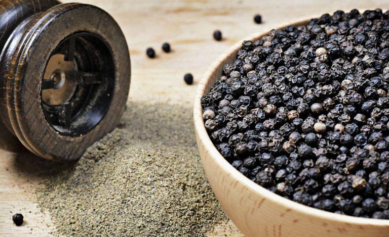 Los motivos por los que deberías añadir pimienta negra a tus comidas