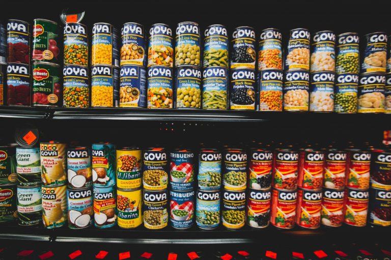 Por qué no deberías consumir comida enlatada