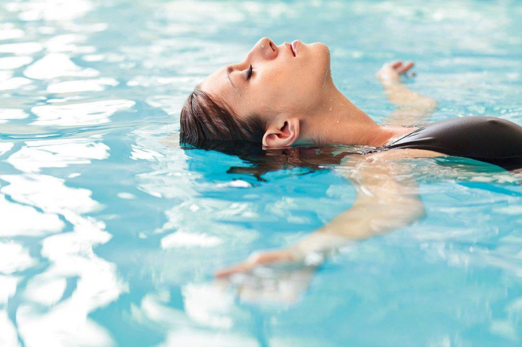 ¿Cuáles son los principales beneficios y ventajas que me otorga el aquagym?