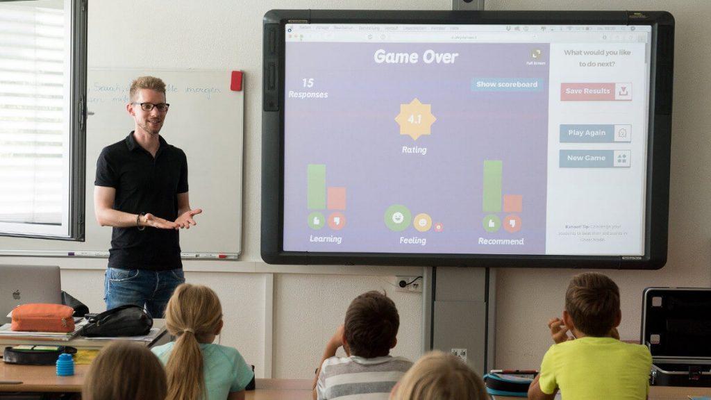 Los profesores se registran en una web