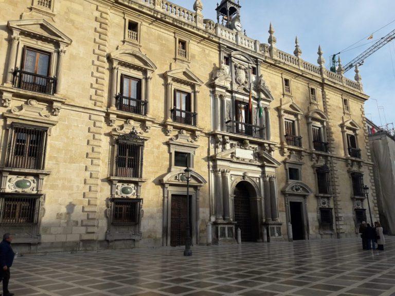 """Los procuradores piden más competencias para aliviar el """"atasco judicial"""""""