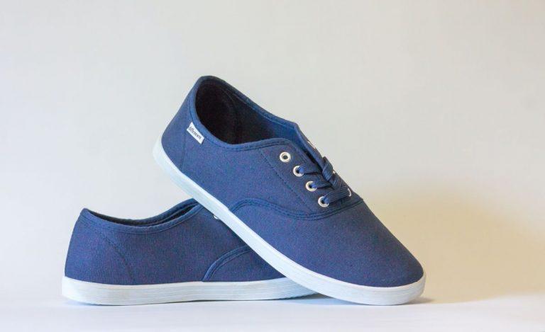Covid-19: Por qué no tienes que desinfectar tus zapatos