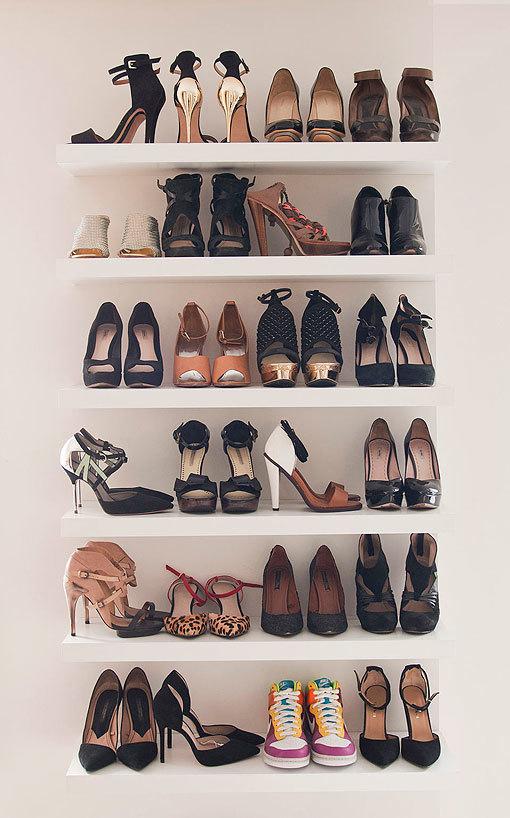 Zapatos en baldas