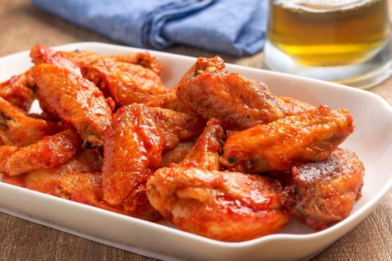 Cómo hacer unas alitas de pollo picantes adictivas