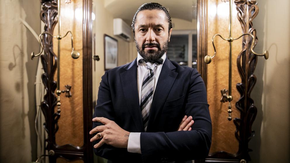 Sí, visto así, Rafael Amargo podría ser el capo de una organización criminal.