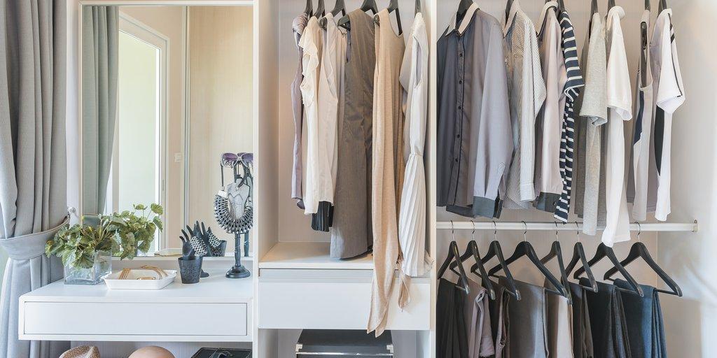 Por qué los armarios huelen mal