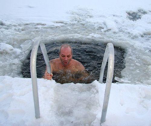 ¿Realmente el agua fría soluciona los problemas del ser humano?