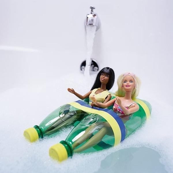 Barco con botellas plásticas