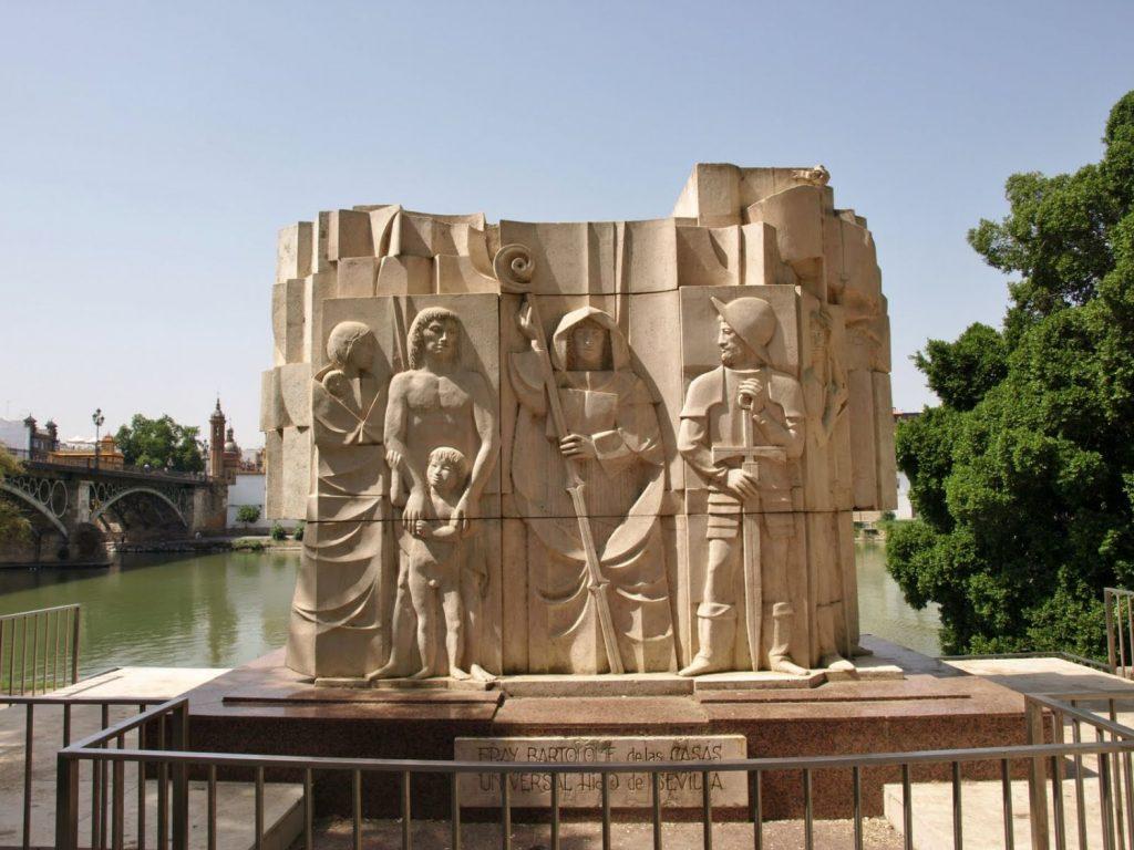 El monumento a Fray Bartolomé de las Casas que hay en Sevilla y que reconoce su labor con los derechos humanos.