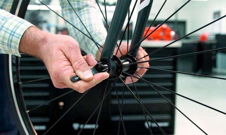 Cómo cambiar la rueda de una bicicleta