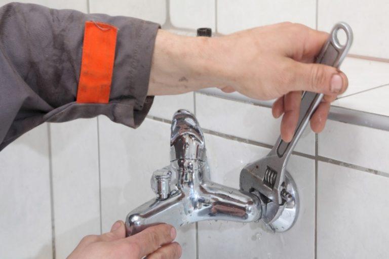 Cómo cambiar el grifo de la bañera