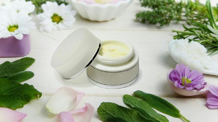 Antes de comprar cosmética, sigue las opiniones de las expertas