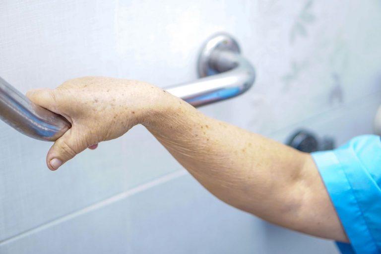 Cómo evitar resbalarte en la ducha o la bañera