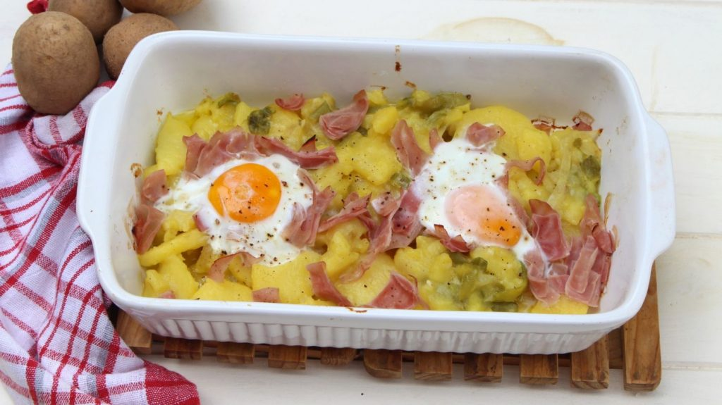 Patatas a lo pobre con jamón york y huevos en la Thermomix
