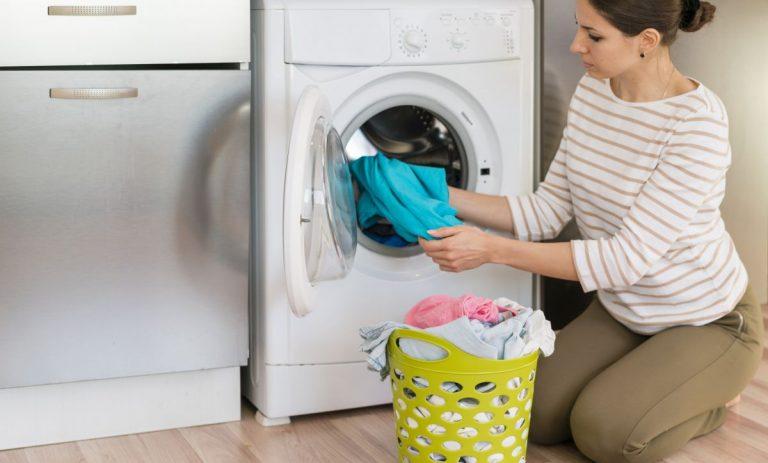 Esto es lo que deberías añadir a tu lavadora y nunca lo haces