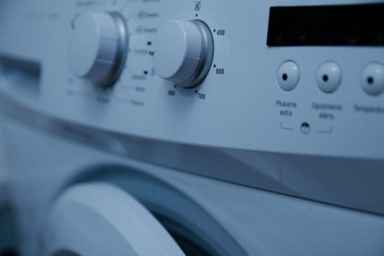 El truco para que tu ropa quede más esponjosa en la lavadora