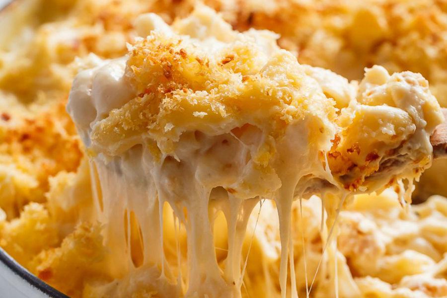 Ricos macarrones con queso gratinado al horno