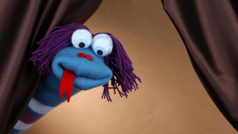 Cómo hacer unas marionetas con calcetines