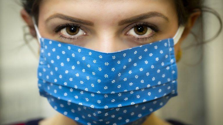 Como deben ser las mascarillas de tela según la OMS para que protejan de la Covid-19