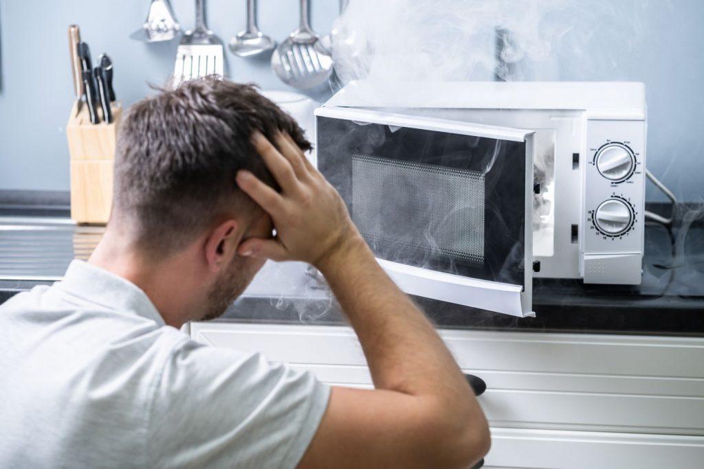 Otros peligros al calentar en el microondas
