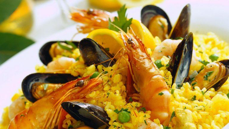 Paella de marisco: cómo bordar este plato tradicional en Navidad
