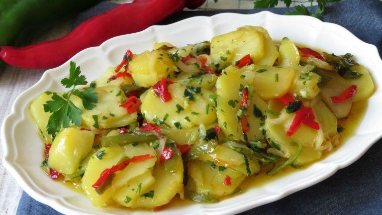 Cómo hacer unas irresistibles patatas a lo pobre en el microondas