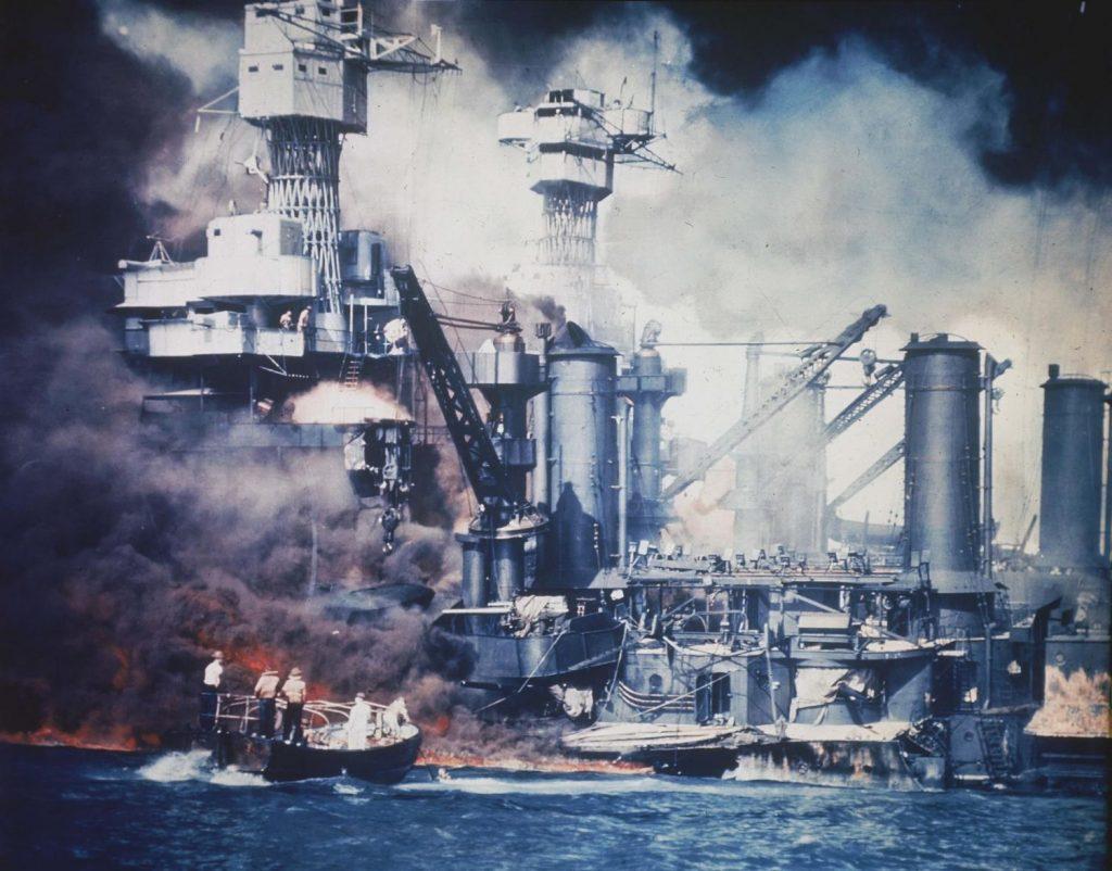 Imagen coloreada del ataque a Pearl Harbor.