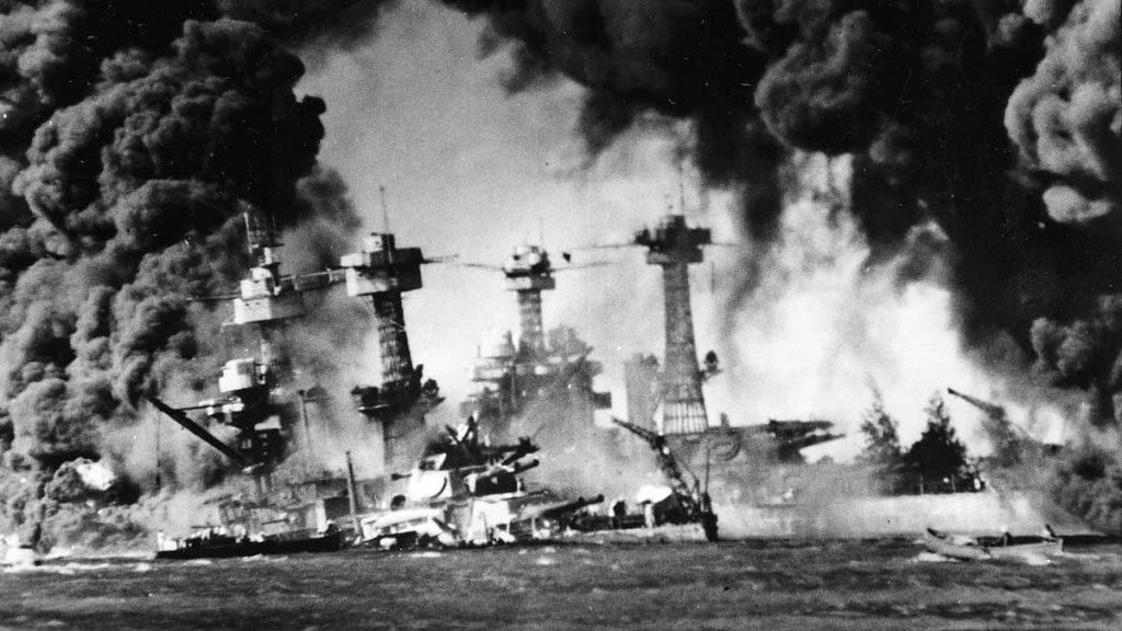 Una imagen del violento ataque nipón a Pearl Harbor.