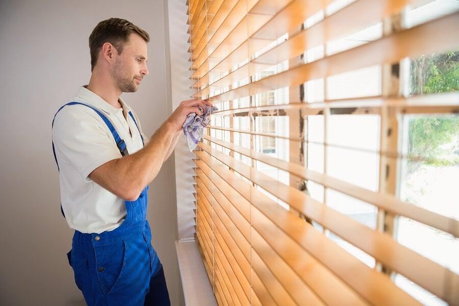 Limpiar las persianas en su parte interior