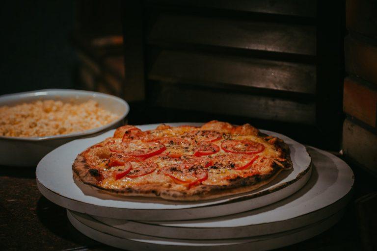 Cómo hacer una pizza casera sin tener que esperar a que la masa repose