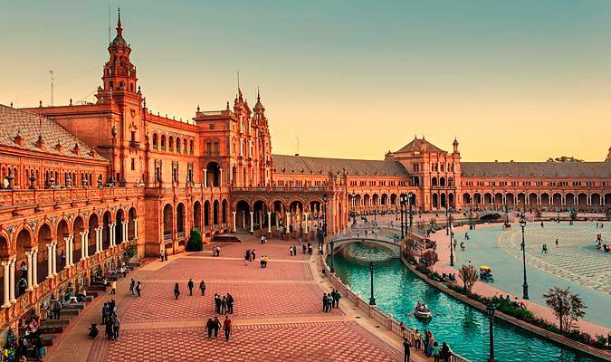 La Plaza de España en Sevilla, una de las plazas más bonitas de España