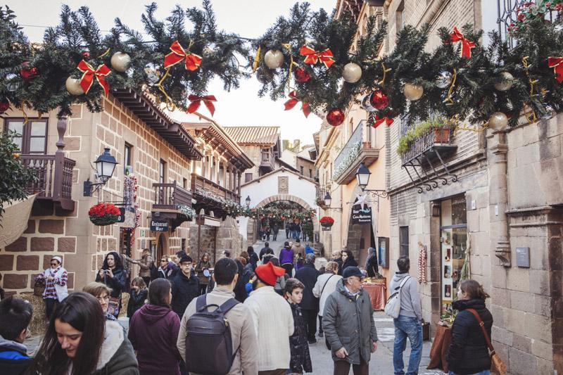 El Poble Espanyol se viste de gala para Navidad.