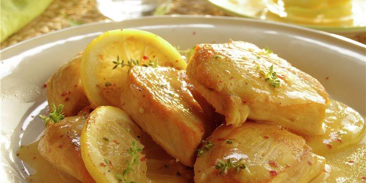 Pollo con limón y vino blanco