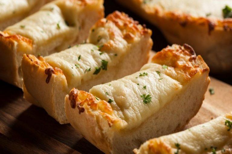 Sorprende esta Navidad con un pan de ajo con queso como entrante para tu cena