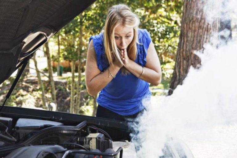 Cómo  bajar la temperatura del motor del coche si se te recalienta