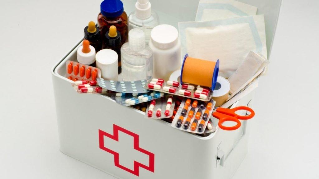 ¿Qué debe tener un botiquín de primeros auxilios?