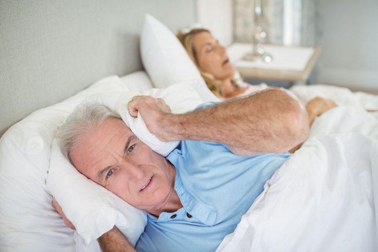 Cómo dejar de roncar: los trucos más eficaces para hacerlo