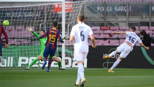 Jugadores que se largaron del Madrid y Barcelona y ahora lo petan