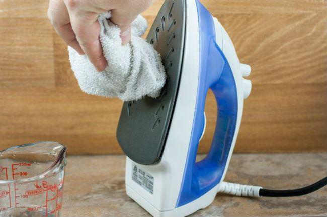 Cómo Limpiar La Suela De Una Plancha
