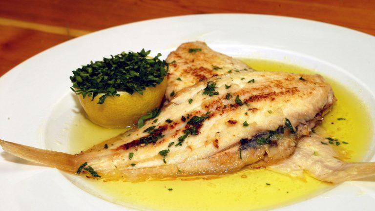 Lenguado en salsa de limón, el exquisito pescado que te comes a la plancha