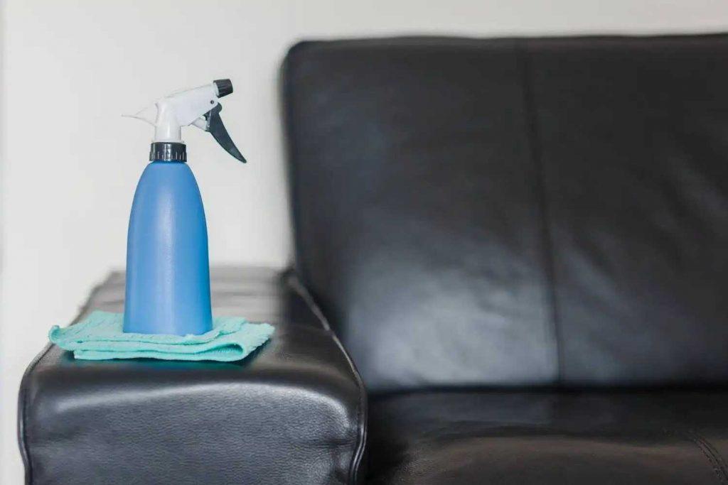 Aditamentos para limpiar tu sofá de cuero