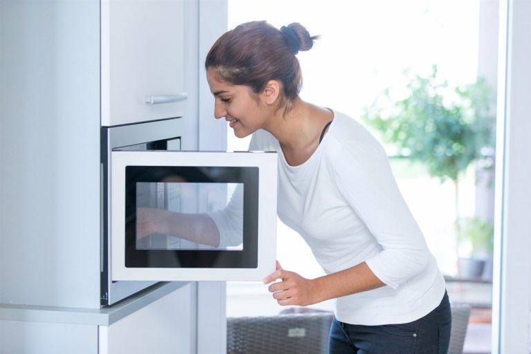 Patatas a la panadera en el microondas: cómo hacerlas paso a paso y que queden crujientes