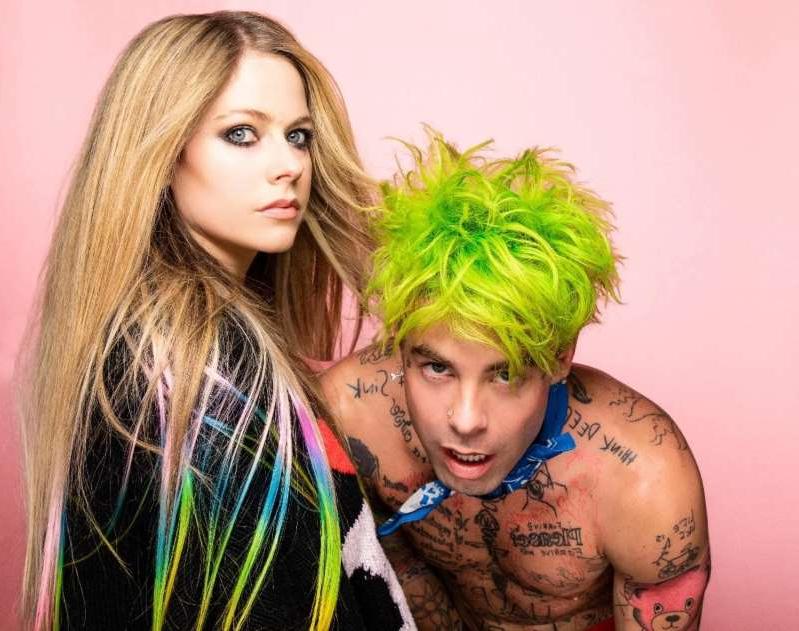 Avril Lavigne con Mod Sun en 'Flames', el videoclip