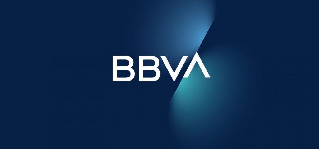 BBVA, LaCaixa, Santander... Estas son las comisiones que te cobra tu banco por tener una cuenta