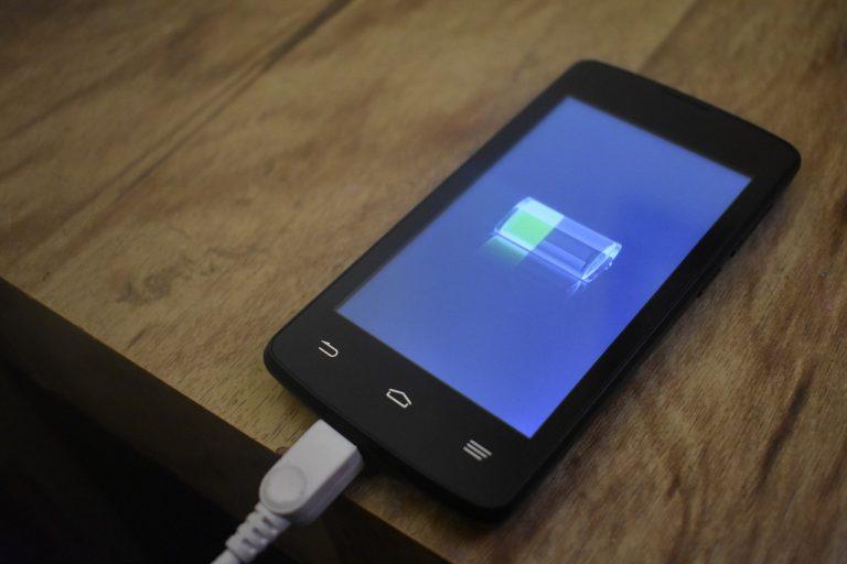 Cómo alargar la batería de tu móvil para no quedarte sin él