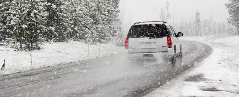 Cómo conducir con hielo: trucos para que el coche no se descontrole