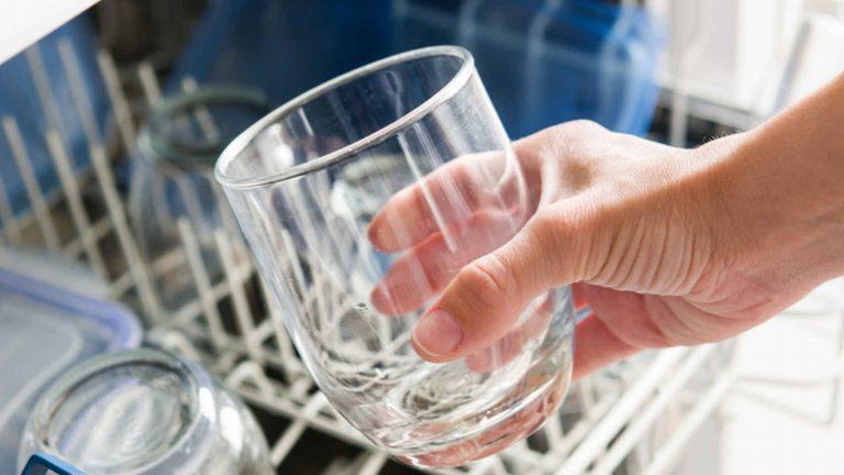 Cómo dejar los vasos limpios de verdad quitándoles la cal y la opacidad