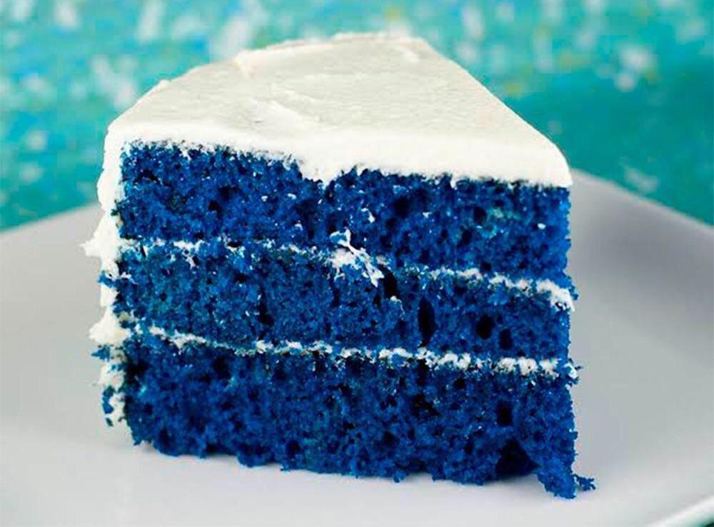 bizcocho esponjoso azul